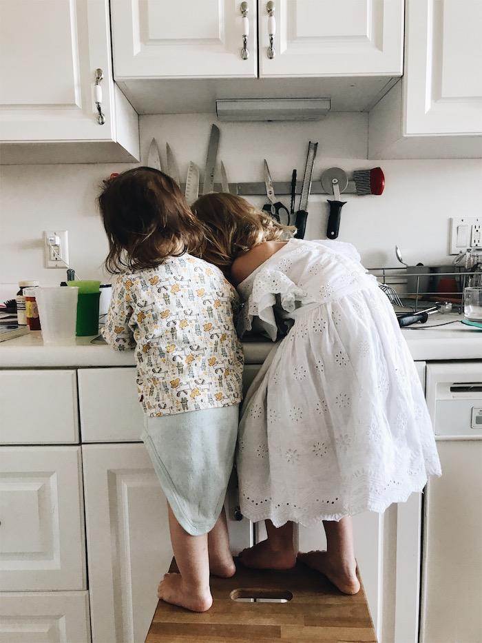 girls_washing